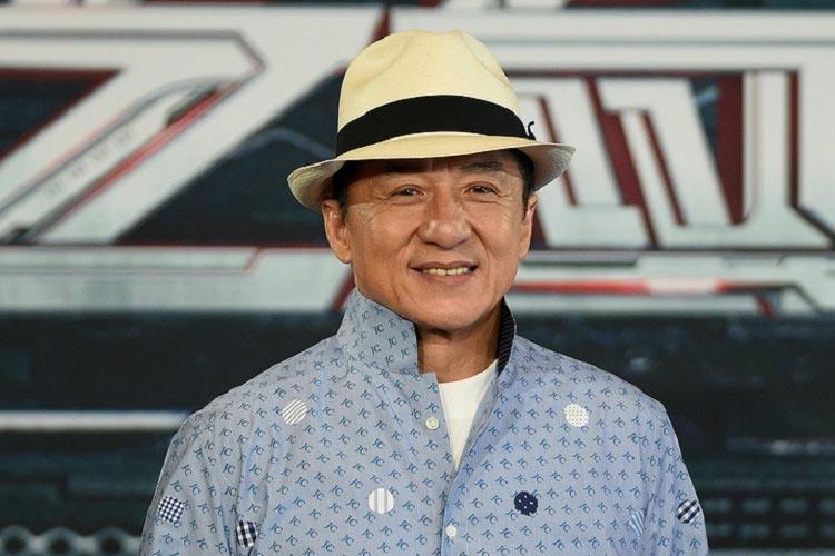 Джеки Чан в шляпе